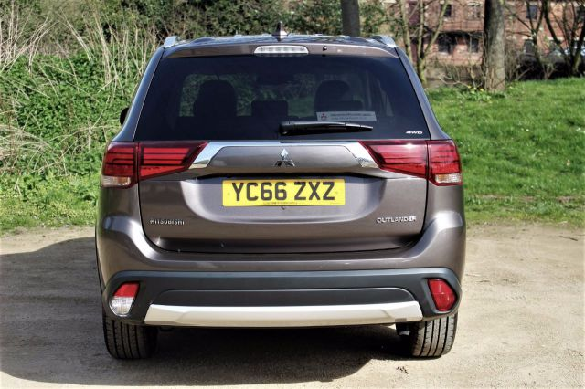 Mitsubishi Outlander 2.2 DI-D 4 5dr Auto EX-DEMO WITH A SREVICE PLAN Four Wheel Drive Diesel Granite Brown